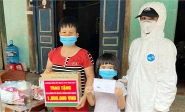 Tặng quà người dân, công nhân tại thôn My Điền 2