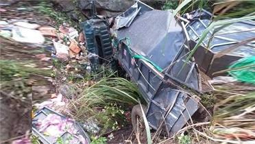 Xe tải lao xuống vực sâu, 3 người thương vong