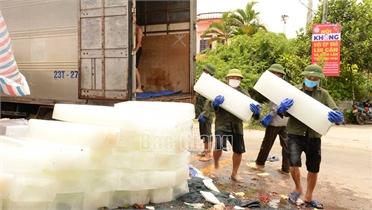 Lục Ngạn: Hỗ trợ vận chuyển hàng phụ trợ tiêu thụ vải trong vùng cách ly