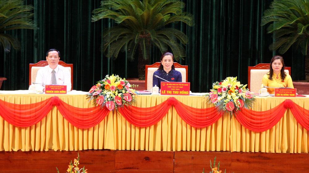 Các đồng chí Chủ tịch HĐND tỉnh, Phó Chủ tịch HĐND tỉnh khóa XIX điều hành kỳ họp.