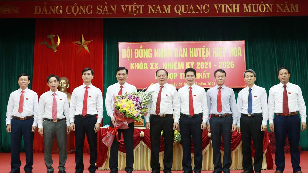 Bắc Giang, Hiệp Hòa, bầu các chức danh, Ngô Tiến Dũng