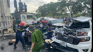 9 xe ô tô đâm nhau liên hoàn trên quốc lộ 1A khiến một người tử vong