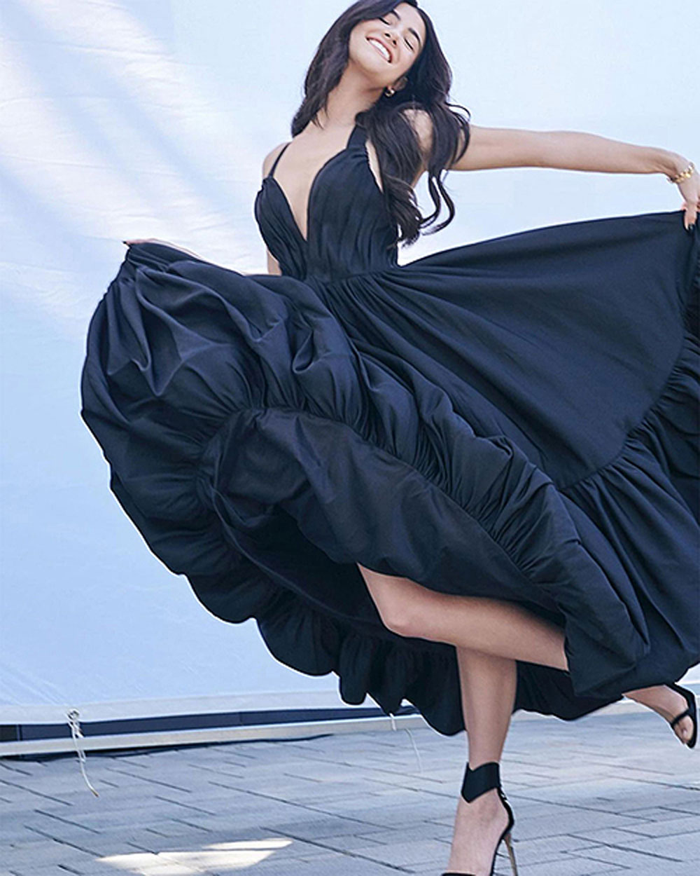 Queen of TikTok, Cong Tri dress, Charli D'Amelio, TikTok user, V-cut dress,  Cong Tri's collection