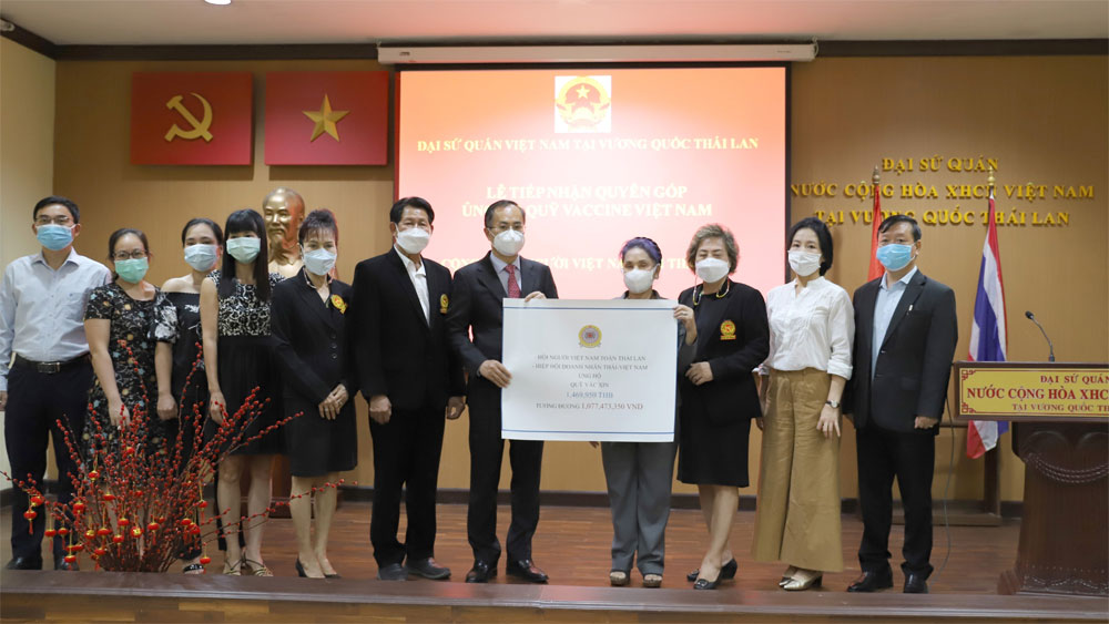 Vietnamese in Thailand donate to Covid-19 vaccine fund