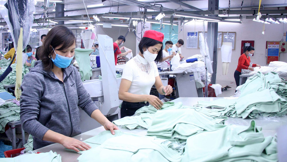 Bac Giang province, supports businesses, recruiting workers, stabilizing production, Covid-19 pandemic, shortage of human resources