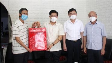 Bí thư Tỉnh ủy Dương Văn Thái thăm, tặng quà người có công