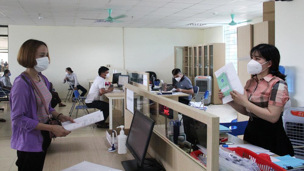 Hướng dẫn người lao động làm thủ tục đề nghị hưởng trợ cấp thất nghiệp tại Trung tâm Dịch vụ việc làm tỉnh.