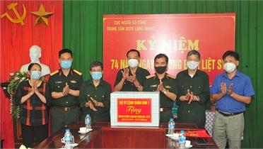 Thiếu tướng Nguyễn Đình Chiêu thăm, tặng quà Trung tâm Điều dưỡng Thương binh Lạng Giang