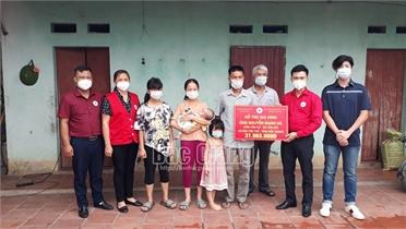 Hội Chữ thập đỏ tỉnh tặng quà hộ dân đặc biệt khó khăn