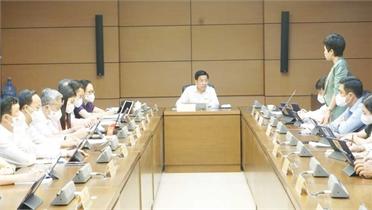 Đoàn ĐBQH Bắc Giang nêu nhiều ý kiến tại phiên thảo luận tổ