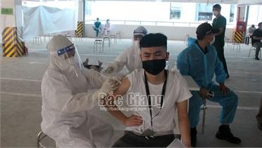 Tiếp tục ưu tiên tiêm vắc-xin phòng Covid-19 cho công nhân