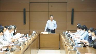 Đoàn ĐBQH tỉnh Bắc Giang thảo luận tại tổ về tình hình tài chính quốc gia