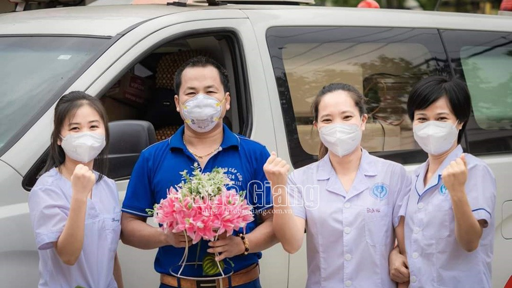 Driver Tran Quang Han, honored, voluntarily drives to Dong Thap, help fight pandemic, Bac Giang province