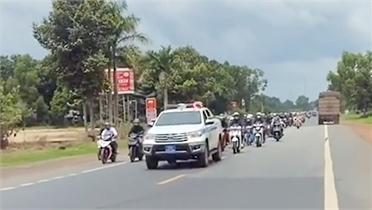 CSGT dẫn đường, hàng nghìn phương tiện nối đuôi chạy từ thành phố về quê