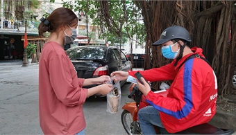 Shippers not allowed in Hanoi amid social distancing