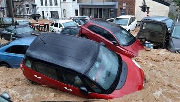 Clip: Lũ lụt như thác cuốn trôi hàng loạt ô tô ở Bỉ