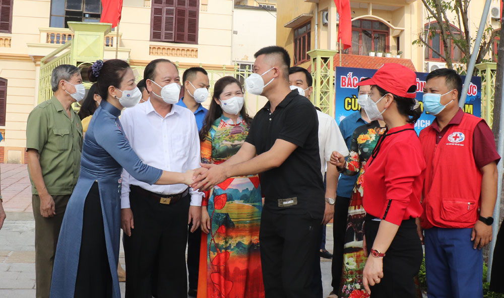 Bac Giang Bac Giang, fleet of trucks, 200 tonnes of necessities, support Covid-19 fight, Southern localities, Covid-19 hotspot