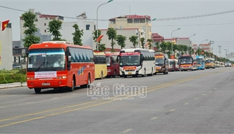 Bac Giang ensures traffic safety when picking up workers from residential area to business