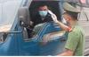 Bảo đảm vận chuyển hàng hóa thiết yếu, xe đưa đón công nhân, chuyên gia