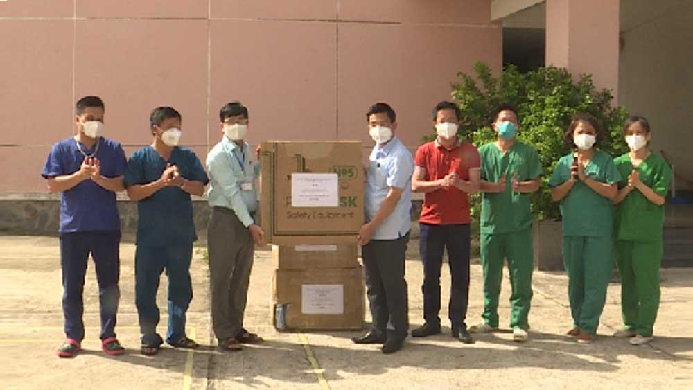 Đoàn công tác Bộ Y tế, Bắc Giang, tặng vật tư y tế, khu cách ly Đồng Tháp