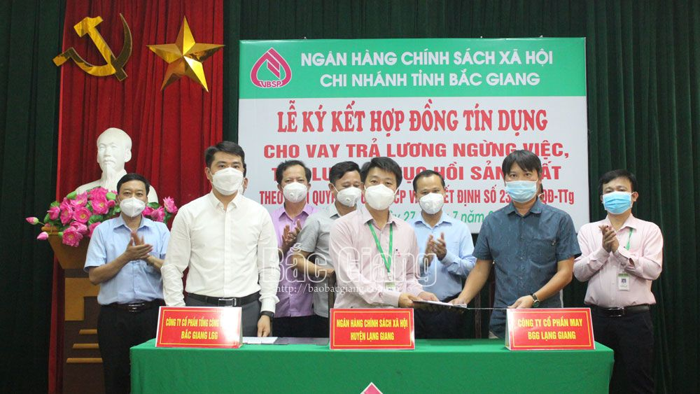 19 billion VND, disbursed, workers' salary, support production recovery, Bac Giang province, Covid-19 pandemic, Social Policy Bank