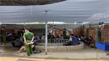 Bắc Giang: Đột kích trường gà, bắt 34 đối tượng đánh bạc