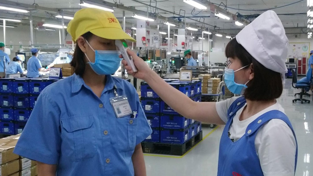 Bac Giang enhances check-in supervision and e-medical declaration to fight against Covid-19 in industrial parks