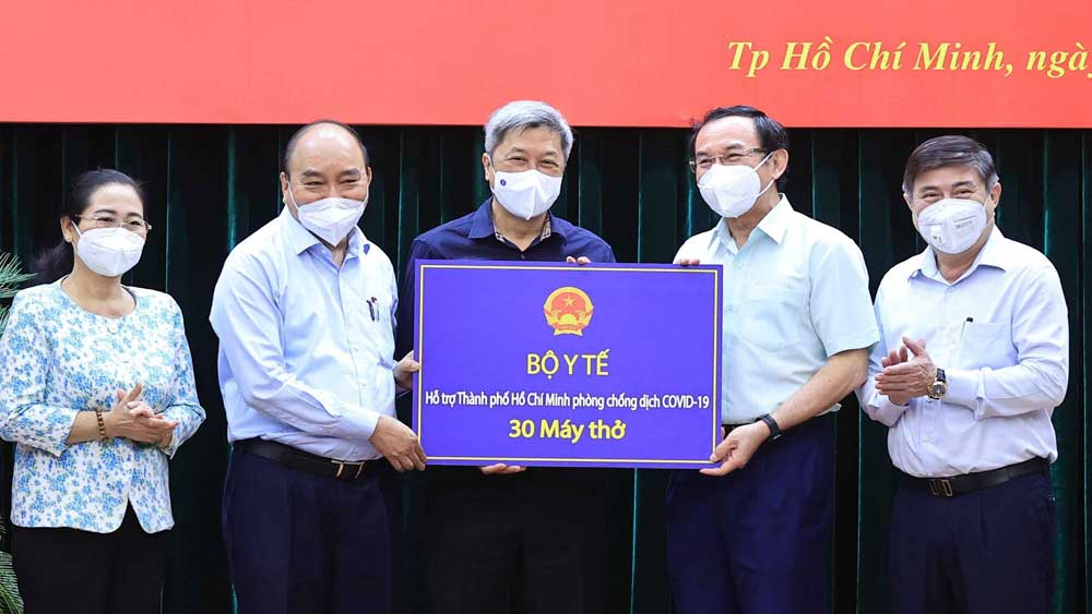 Chủ tịch nước Nguyễn Xuân Phúc, Giãn cách , gắn chặt, chăm lo, đời sống , người dân