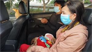 Cậu bé 9 ngày tuổi đã về đến quê hương tránh dịch