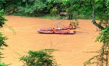 Chìm thuyền, một người bị cuốn mất tích ở Lào Cai