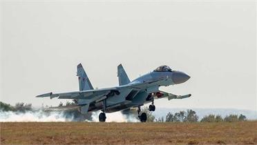 Máy bay chiến đấu Su-35S của Nga lao xuống biển sau khi gặp trục trặc động cơ