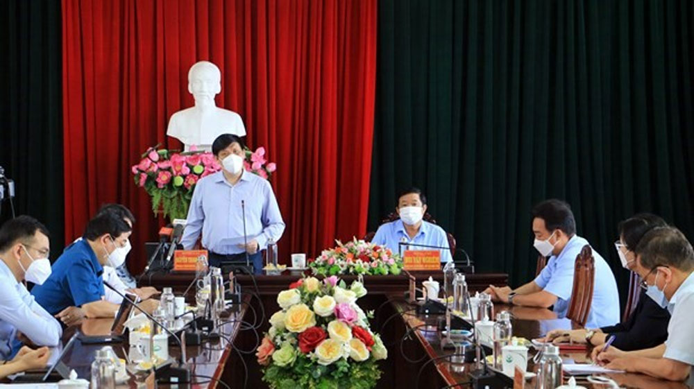 Deputy PM Dam, highest priority, Covid-19 vaccination, Ho Chi Minh City, Covid-19 pandemic, publicity and transparency