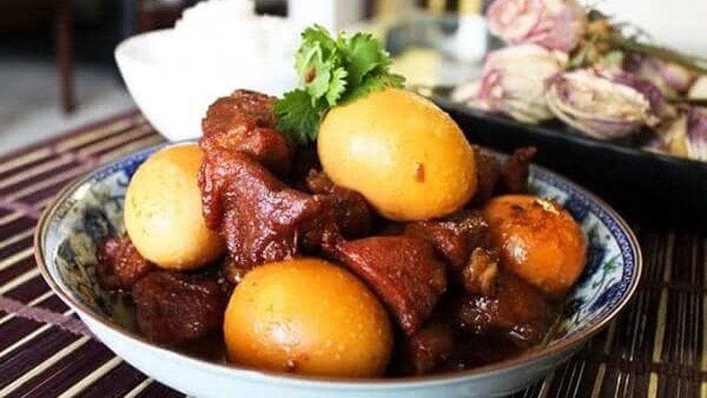 """""""Thit kho"""" (Caramelised Pork Belly)"""
