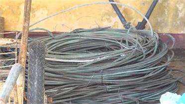 Tuần tra giữa đêm bắt đối tượng trộm dây cáp điện