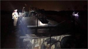 Xử lý tàu khai thác cát trái phép trên sông Lục Nam