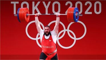 Đô cử 177kg lập ba kỷ lục thế giới