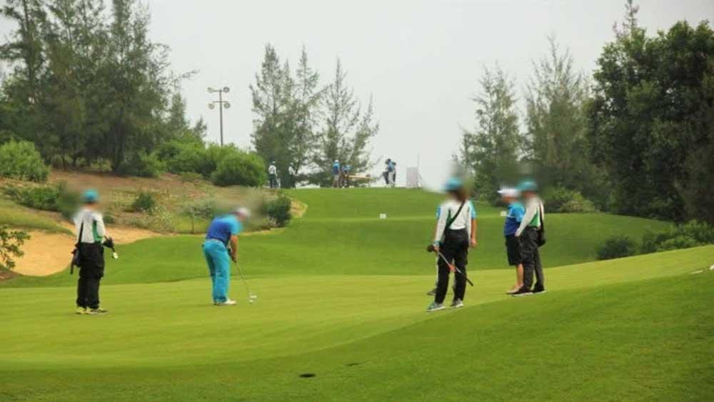 Giám đốc Sở Du lịch Bình Định bị đình chỉ công tác vì chơi golf giữa dịch