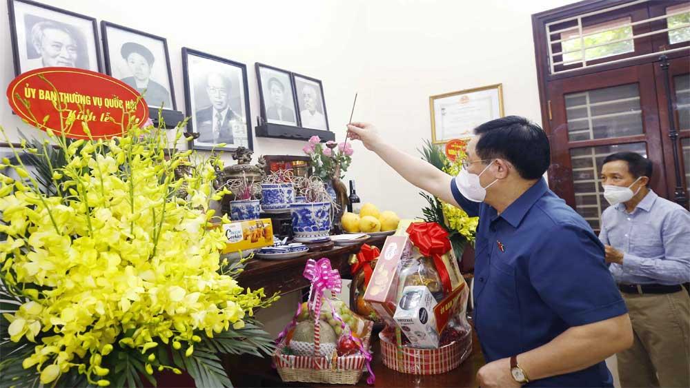 Chủ tịch Quốc hội Vương Đình Huệ, thắp hương, tưởng niệm, đồng chí Lê Quang Đạo