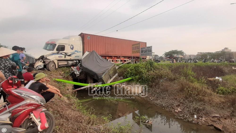 Bắc Giang: Tai nạn giao thông giữa 2 xe ô tô, 2 người tử vong