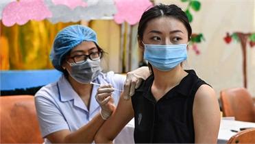 Tiêm vaccine 'cuốn chiếu' ở địa phương dịch bùng phát