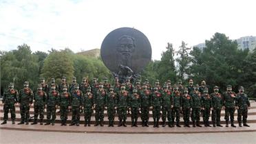 Đoàn Việt Nam dự Army Games dâng hoa tại tượng đài Chủ tịch Hồ Chí Minh ở thủ đô Moskva