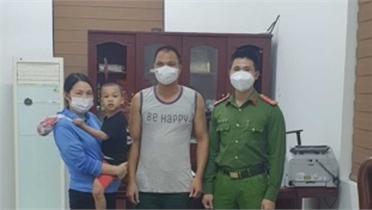 Đưa bé trai bị lạc về gia đình ở Việt Yên