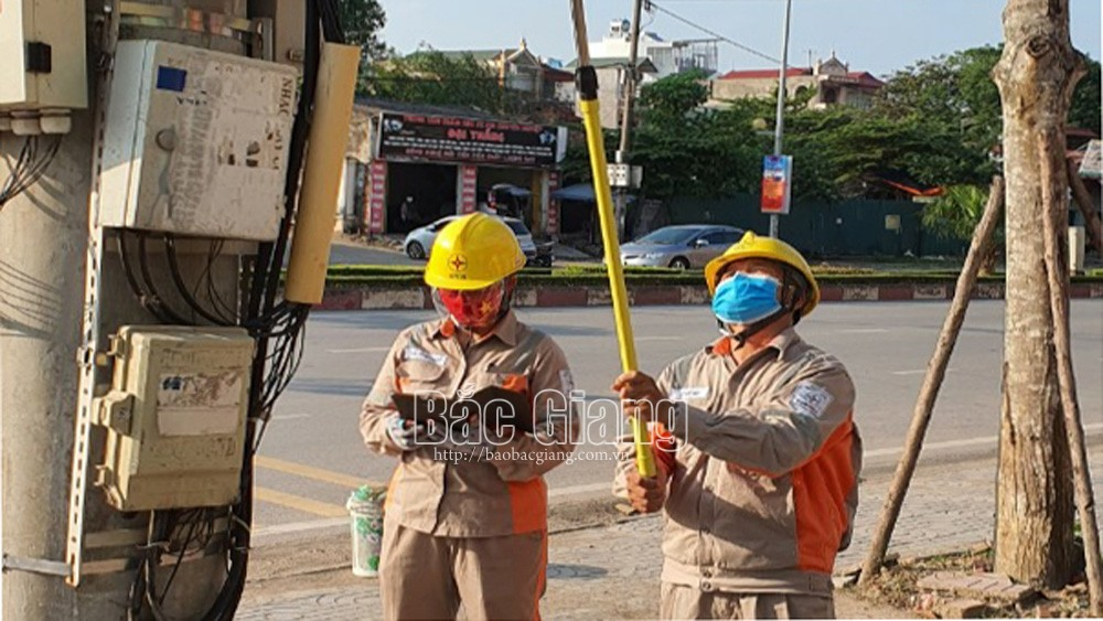 Bac Giang supports power and telecommunication fees for pandemic struck customers