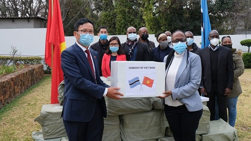 Vietnamese community in South Africa donate face masks to Namibia and Botswana
