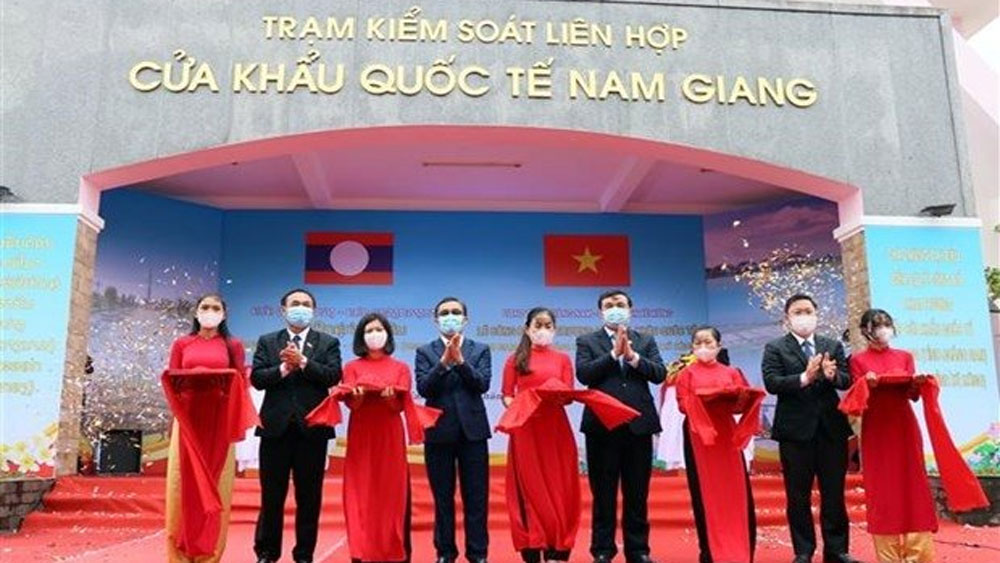 Vietnam, Laos, officially launch, Nam Giang-Dakta Ok, int'l border gates, Covid-19 situation, ASEAN Community
