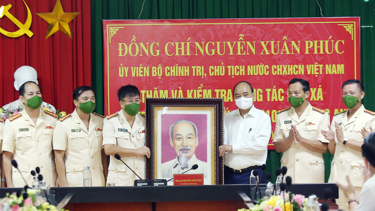 President Nguyen Xuan Phuc, working visit, Bac Giang province, third-class Labour Order,  Ngoc Ly prison, Covid-19 prevention and control