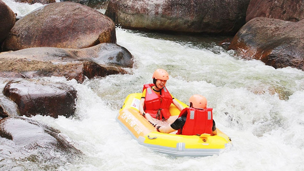 Experiencing white-water rafting at Hoa Phu Thanh tourist site in Da Nang
