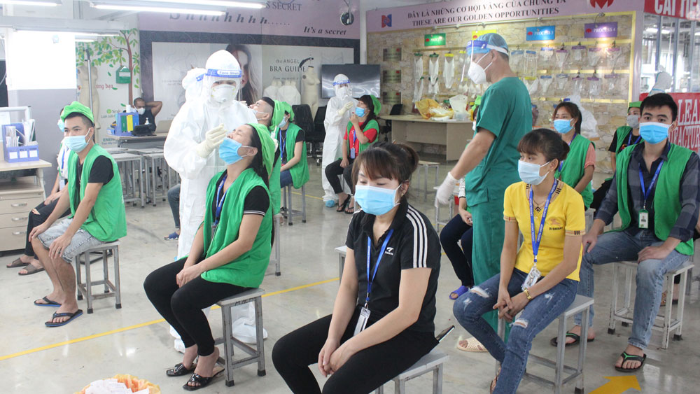 Businesses, regain growth momentum, Covid-19 pandemic, Bac Giang province, support of authorities, industrial production value, epidemic prevention measures