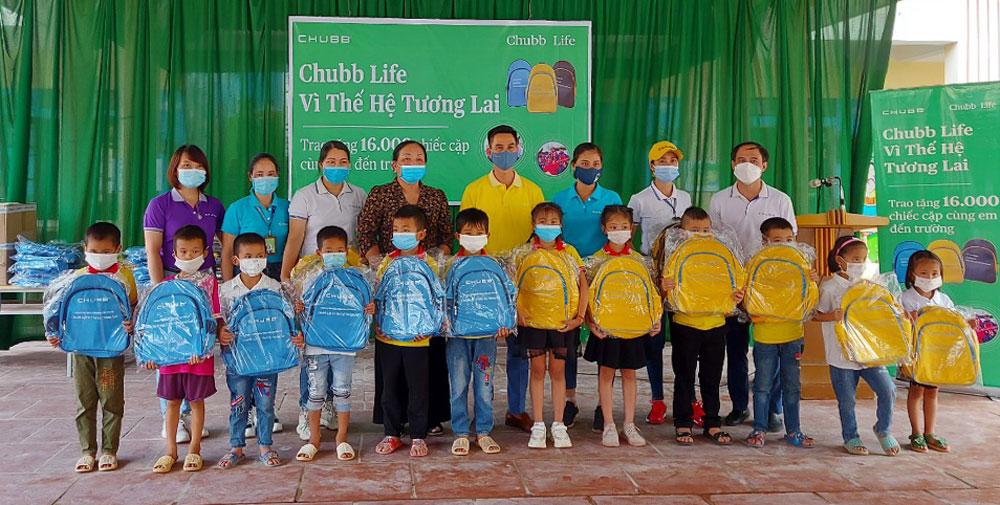 học sinh nghèo, tặng quà, TP Bắc Giang, Bắc Giang