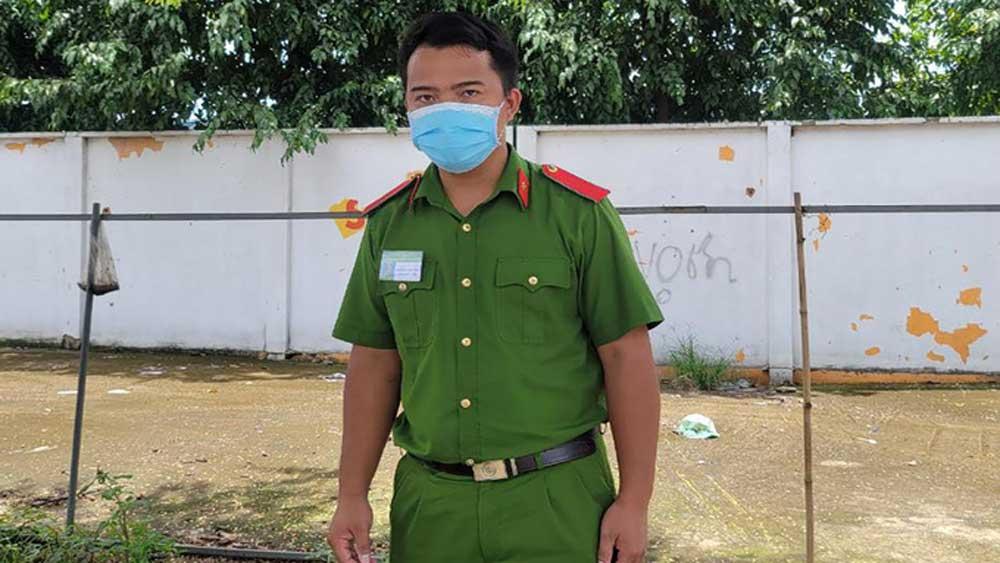 Chiến sĩ trực chốt đỡ đẻ cho sản phụ ngay bên đường